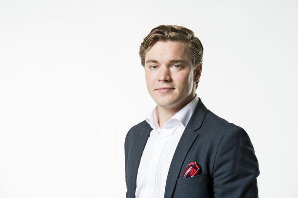 SDP:n eduskuntaryhmän viestintävastaava, Dimitri Qvintus, vaihtaa politiikan yksityiseen viestintään.
