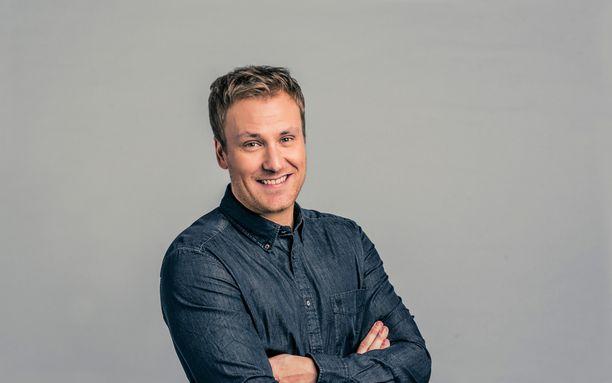 Heikki Paasonen juontaa ohjelman.