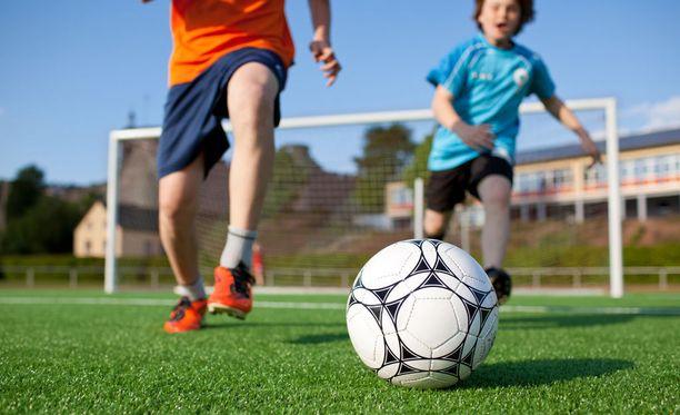 Lapsuusiän liikuntaharrastus tekee hyvää sydänterveydelle.
