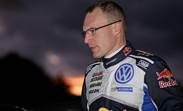 Jari-Matti Latvala ja Sebastién Ogier menettivät työpaikkansa.