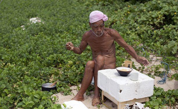 Masafumi Nagasaki ei syönyt saarella kalaa eikä lihaa, ainoastaan kasviksia.
