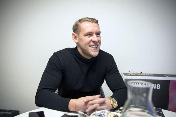 Andrei Koivumäen tyyliin kuuluvat kultainen Rolex ja valkoinen hymy.