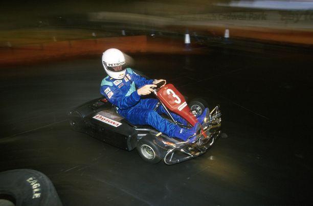 Kimi Räikkönen hallitsi kartingauton niksit vielä formula ykkösiin siirryttyäänkin. Kalle Jokinen sai tästä oivallisen osoituksen Gardan kartingradalla, kun Sauberin F1-tähti ilmestyi hänen työnantajansa testeihin.