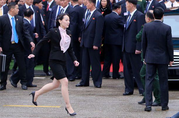 Kim Yo-jongilla piti kiirettä Vietnamissa.