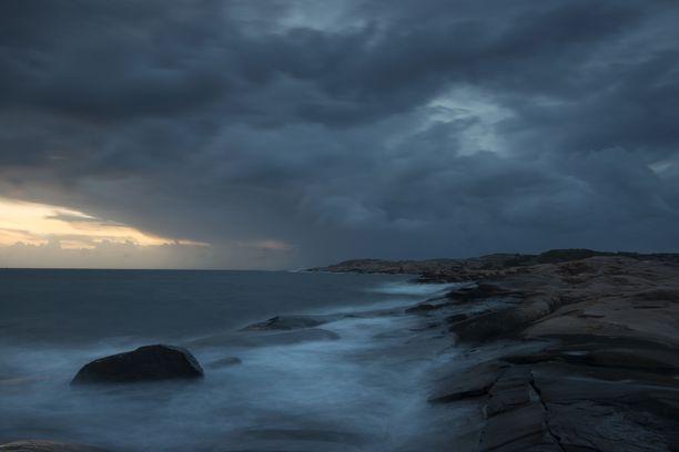 Bohuslänin maakunnassa kunnilla ei ole tarpeeksi resursseja pitää rannikkoa siistinä mereltä ajelehtivasta roskasta. Kuva Smögenistä, joka sijaitsee maakunnan alueella.