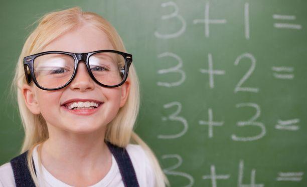 Länsimaissa likinäköisyys on yleistä. Koululaisille tehdyssä tutkimuksessa yksi yhteinen tekijä oli sisätiloissa vietetty aika.