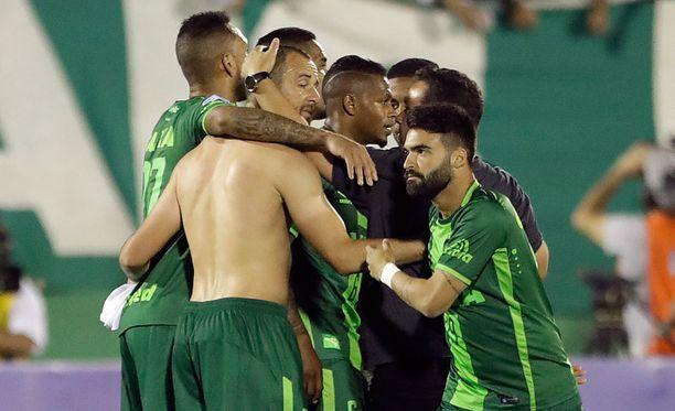 Chapecoensen pelaajien riemua San Lorenzon kaatamisen jälkeen.