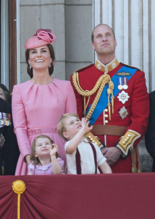 Prinssi William juhli vastikään perheineen kuningatar Elisabetin 91-vuotissyntymäpäiviä. Parvekkeelta tiirailtiin ylilentoa.