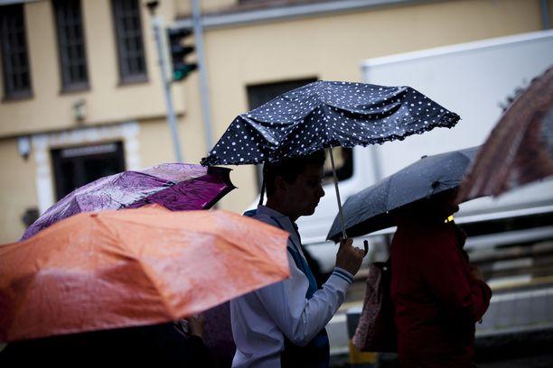 Tällä viikolla kannattaa varata sateenvarjo mukaan.