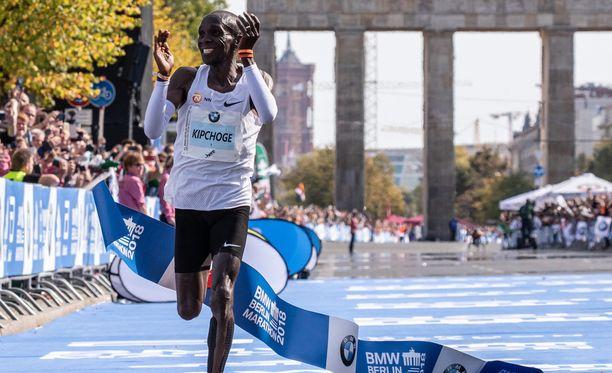 Eliud Kipchoge paransi maratonin maailmanennätystä.