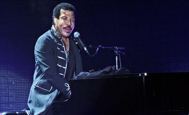 Lionel Richie tunnetaan hurmaavasta äänestään.