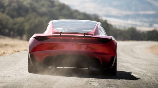 Kyllä lähtee, 1,9 sekuntia nollasta 60 mailiin (96 km/h).