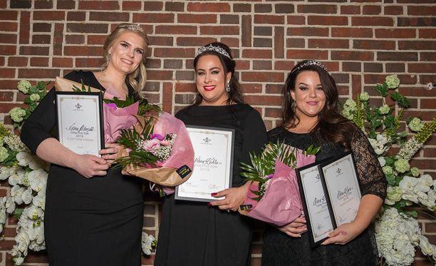 Toinen perintöprinsessa Noona Mäenpää (vas) voittaja Niina Kuhta ja ensimmäinen perintöprisessa Oona Kari.