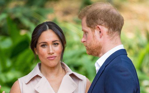 Prinssi Harryn ja herttuatar Meghanin lähtö hovista ei olekaan lopullinen – lupa paluuseen annettu
