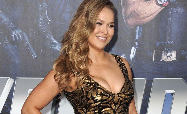 Ulkonäkö on Ronda Rouseyn mukaan yksi tapa pitää itseään esillä. Rohkeissa kuvissa poseeranneen vapaaottelijan raja menee kuitenkin Playboy-kuvissa.