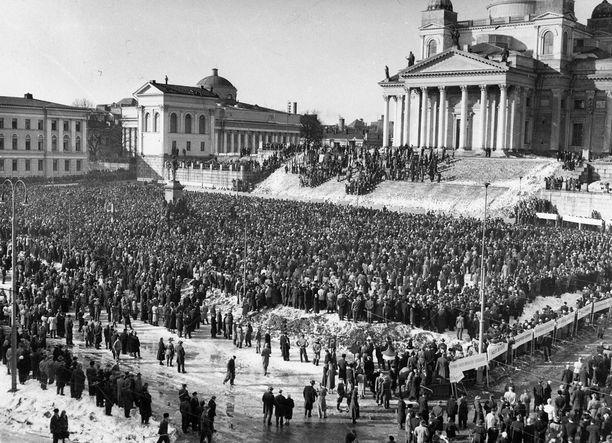 Yleislakko Helsingin Senaatintorilla vuonna 1956.