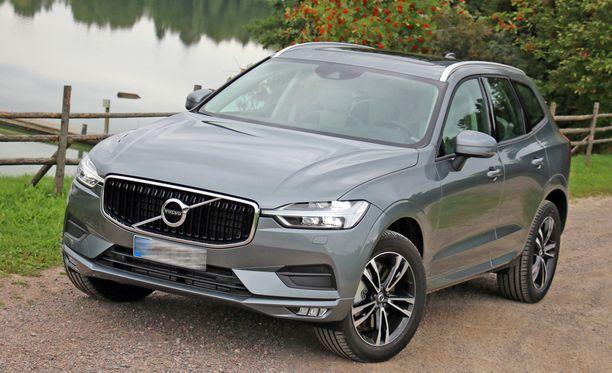 Volvo XC60, neliveto, automaatti. Hinta nousee yli 3 000 euroa.