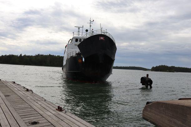M/s Östern on toinen lauttayhteyksistä, joka on käytössä vain kesäaikaan.