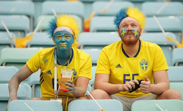 Ruotsalaisfani hakattiin julmasti Jekaterinburgissa keskiviikkona. Kuva ruotsalaisfaneista viime viikolla Saksa-Ruotsi-ottelusta.