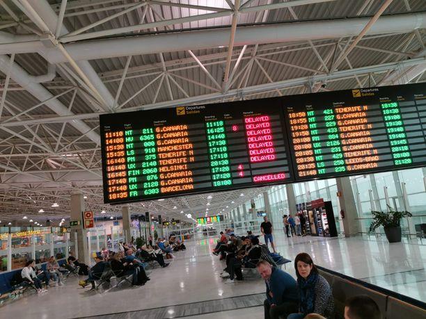 Ulkoministeriön matkustustiedotteista löytyvät tiedot koronaepidemia-alueeseen kuuluvien maiden  turvallisuustilanteesta ja matkailusta.