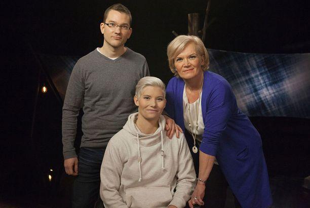 Anne Flinkkilän (oik.) vieraana on Heidin lisäksi rikostutkija Tuomas Pelkonen.