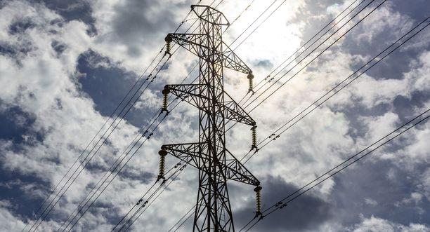 Sähkönmyyntiö Fi-Nergy on laskuttanut asiakkailta sähkönkulutusta jo ennakkoon. Ylisuuria summia yhtiö on jättänyt maksamatta takaisin.