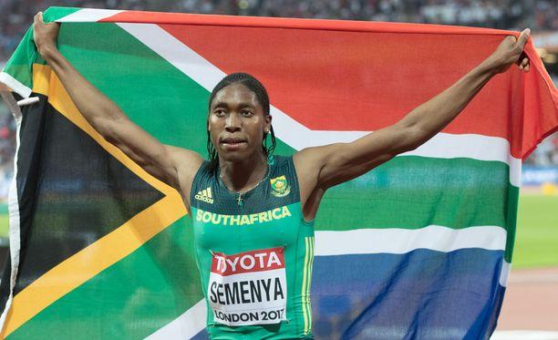 Caster Semenya juhli maailmanmestaruutta 800 metrillä.