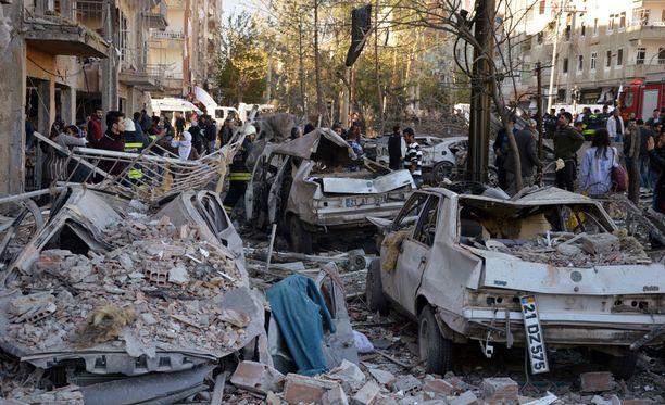 Autopommi räjähti Turkissa perjantaina.