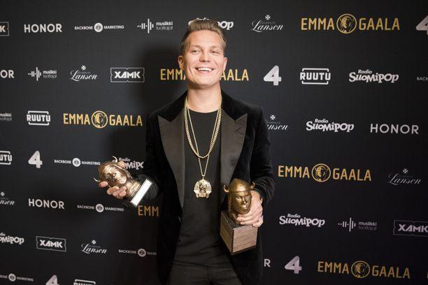 Cheek eli Jare Tiihonen lopetti menestysuransa vuonna 2018. Hänet nähtiin uransa aikana mukana muun muassa Vain elämää -sarjassa.