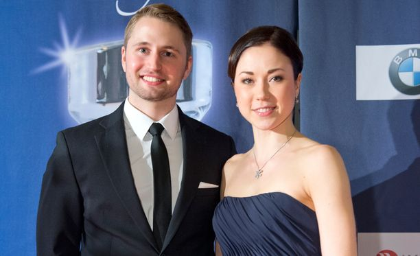 Tommi Huovinen ja Laura Lepistö avioituivat lauantaina perinteisin menoin.