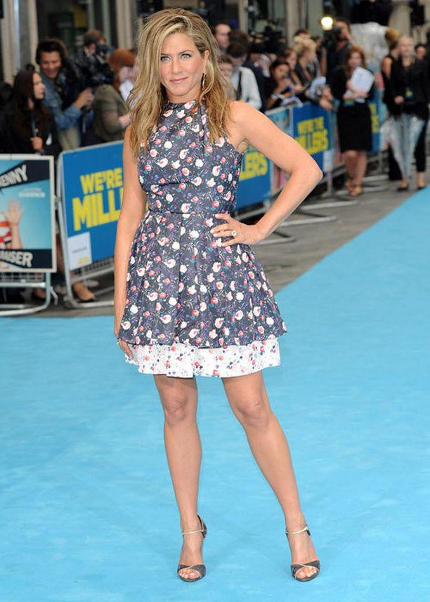 Jennifer Aniston syö pääsääntöisesti terveellisesti ja juo paljon vettä.