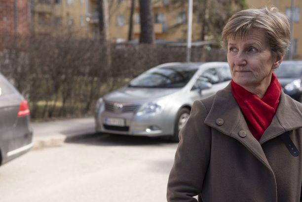Toista ihmistä ei korvaa kone, ja mitä vanhemmaksi ihminen tulee, sitä tärkeämpää on toisen ihmisen läsnäolo ja apu, sanoo Minna Lindgren.