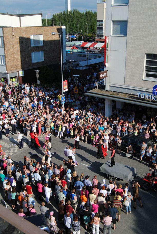 Amadeus esiintyi Seinäjoen kauppakadulla heinäkuun alussa.