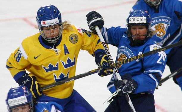 Karoliina Rantamäellä on takanaan 351 maaottelua. Kuva vuoden 2011 MM-kisoista.