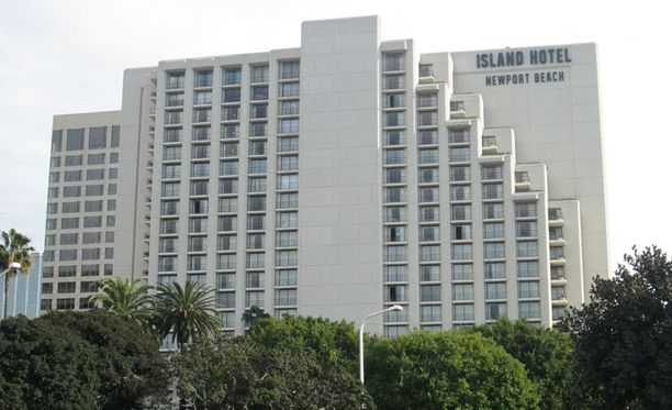 Teemun gaalailtaa vietettiin tässä hulppeassa Island-hotellissa New Port Beachilla.