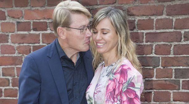 F1-legenda Mika Häkkinen ja puoliso muotisuunnittelija Marketa Häkkinen ovat olleet naimisissa vuodesta 2016.