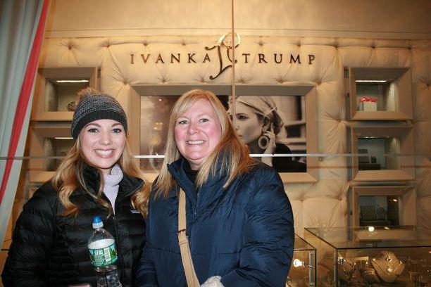 Atlantalaiset Trumpin kannattajat tulivat varta vasten ostamaan matkamuistoja.