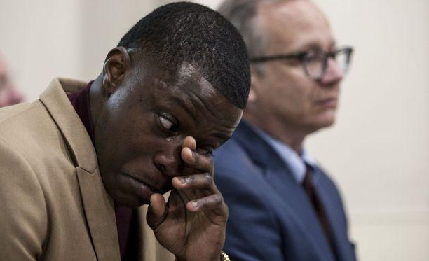James Shaw Jr. joutui pyyhkimään kyyneliä lehdistötilaisuudessa. Muut puhujat ylistivät hänen tekoaan.
