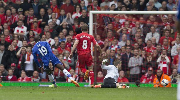 Liverpool-tuskan vuosikymmenet kiteytyvät Steven Gerrardin kompurointiin Anfieldilla keväällä 2014. Demba Ba karkasi maalintekoon, Chelsea voitti – ja Manchester City kiilasi Liverpoolin ohi mestaruuteen.