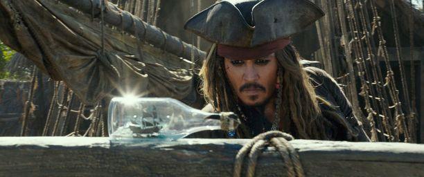 Elokuvan pääroolia Jack Sparrow'ta näyttelee itseoikeutetusti Johnny Depp.