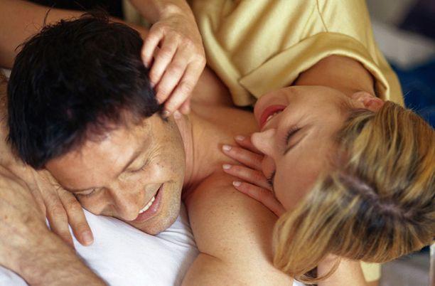 KASVAA Tuoreen tutkimuksen mukaan naisen halukkuus seksiin kasvaa hedelmällisten vuosien vähetessä.