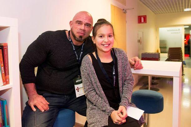 Bull on nykyisin myös Marun Ronja-tyttären isäpuoli.