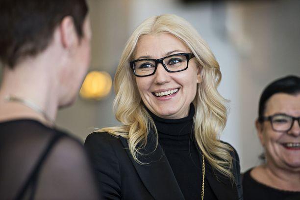 SDP:n kansanedustaja Maria Guzenina istuu osuuskunta Tradekan edustajistosta. Tradekan omistama Med Group tekee tiivistä yhteistyötä Esperi Caren kanssa.