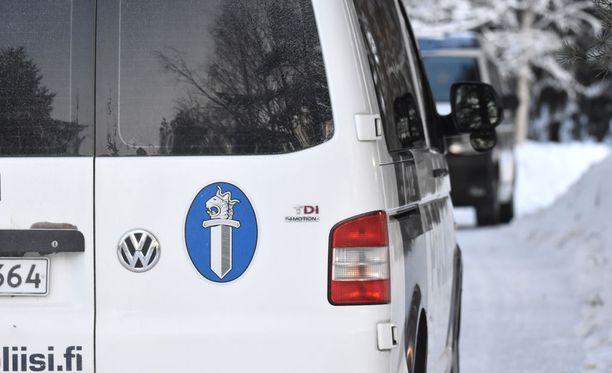 Poliisi tutkii tapahtunutta epäiltynä liikenneturvallisuuden vaarantamisena. Kuvituskuva.