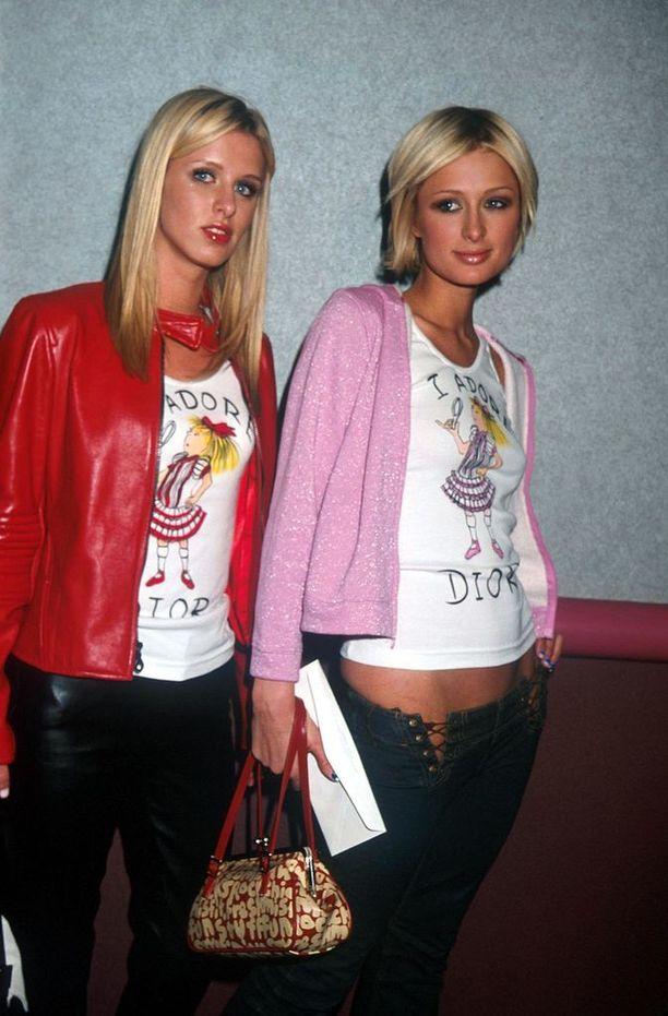 Löysimmekö Paris Hiltonin lempilaukun? Samannäköiseen laukkuun törmää muissakin kuvissa.