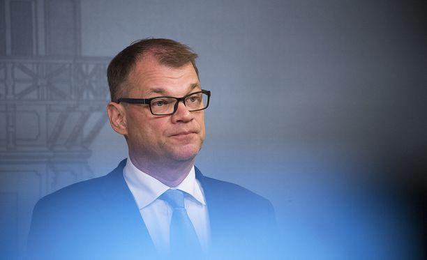 Pääministeri Juha Sipilän luotsaaman keskustan vaaliasetelmat näyttävät haastavilta.