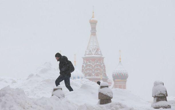 Moskovassa saatiin päivässä ennätysmäärät lunta.