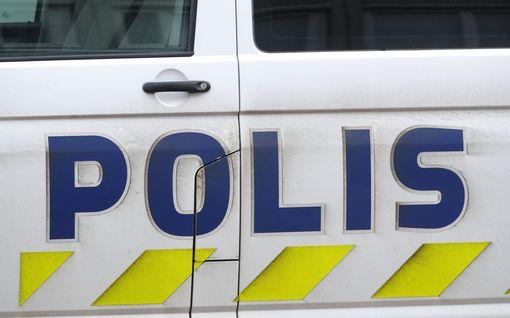 Raju ulosajo Sievissä: neljä loukkaantui, moottori irtosi törmäyksessä