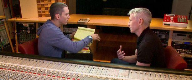 Eminem vei haastattelija Anderson Cooperin studioonsa.