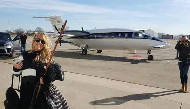 Kiinteistövälittäjä Jenna Ryan lensi Washintoniin yksityiskoneella Texasista.